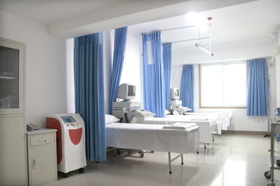 医院设备先进的治疗室